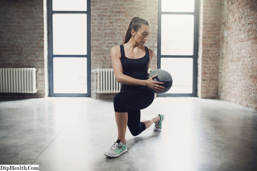 Kekuatan: The Lunge With Twist Exercise
